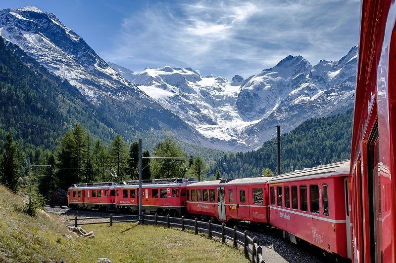 Il Bernina Express tra Tirano e S. Moritz