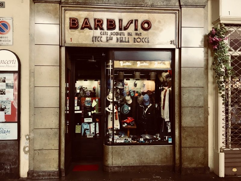 Tour of doorways, historical shops and the Jewish ghetto of Turin